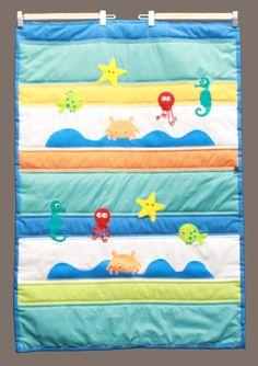 Quilt (manta acolchada) para bebes con aplicaciones de fieltro de animales de mar.   Tamaño cuna. www.facebook.com/micaromia
