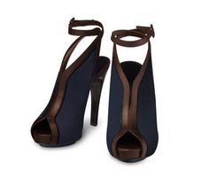Hermes gala sandals in navy blue cotton canvas and mocha calfskin with a leather covered buckle. Yum perfect for spring!