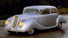1938 Panhard Dynamic. Prachtige wagen, let op de DRIE ruitenwissers! In de jaren vijftig en zestig reed een van de laatste modellen van dit merk, dat even lelijk van design was als dit mooi is.