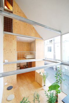 PLYWOOD --- Lepenka v interiéri malého domu v Tokyu -----  Plywood interior of a small house in Shinjuku designed by Junpei Nousaku Architects