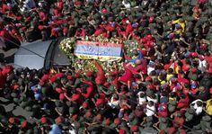 Caravana fúnebre de Chávez recorre Avenida San Martín