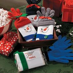 Snowman Popcorn Gift - Free Christmas Recipes, Coloring Pages for Kids & Santa Letters - Free-N-Fun Christmas ~~ Made these for my Grandkids in a Thanksgiving Package for the holiday. They loved them~~~