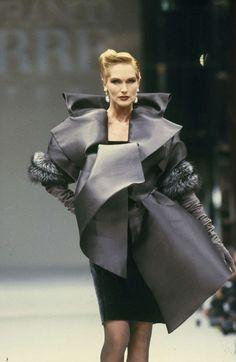 Gianfranco Ferre Fashion show Vintage