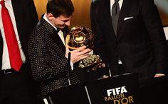 Messi gana el Balón de Oro 2012. Es el primer futbolista que lo ha ganado cuatro veces.