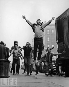 Russ Tamblyn (jumping), Tony Mordente, David Winters, David Bean and other dancers in West Side Story. Film Musical, Musical Theatre, Broadway, West Side Story Movie, Classic Hollywood, Old Hollywood, North Hollywood, Russ Tamblyn, Life Magazine Archives