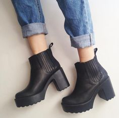Im in big Love this Platform shoes in black leather from Bartolome
