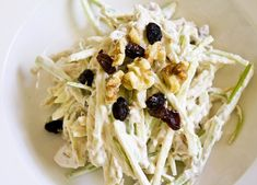 Klassieke waldorfsalade - Culy.nl Healthy Foods To Eat, Healthy Recipes, Waldorf Salad, Cook At Home, Easter Brunch, Lunches And Dinners, Soup And Salad, No Cook Meals, Salad Recipes