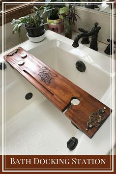Awesome gift for the bath lover!!!Can not wait to give it to my sister for Christmas. #BathCaddy #BathTray #BathDocking Station #WineHolderBathtub #AnniversaryGift - #GiftforHer #GiftforMom#etsy#oybpinners#ad