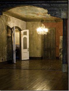 Unexpected Interiors: Gerard Butler's Old-World Style Manhattan Loft