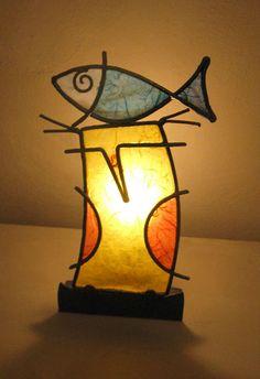 Gesilao, l'amico dei pesci. Lampada da tavolo a forma di gufo. Altezza 35 cm, Larghezza 20 cm, base 20 cm di diametro con 1 portalampada E14.