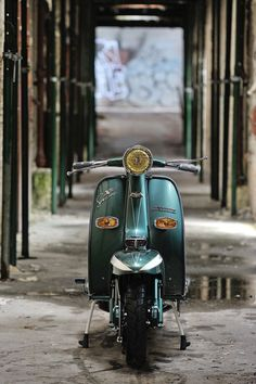 We'd Ride A Scooter If They All Looked As Good As This Lambretta - Petrolicious Retro Scooter, Scooter Custom, Motor Scooters, Vespa Scooters, Piaggio Scooter, Dirt Bike Girl, Girl Motorcycle, Motorcycle Quotes, Italian Scooter