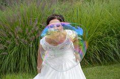 Die Riesenseifenblase als extra Schillern für die Braut. Wedding Dresses, Fashion, Mariage, Bride Dresses, Moda, Bridal Wedding Dresses, Fashion Styles, Weeding Dresses, Weding Dresses