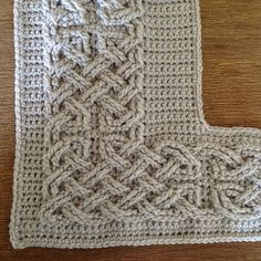 OMG... This is so great... Celtic border for blanket or any project... would even make a lovely photo frame. FREE CROCHET PATTERN... Ravelry
