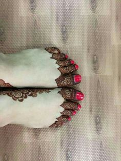 Foot design Finger Henna Designs, Legs Mehndi Design, Stylish Mehndi Designs, Henna Art Designs, Wedding Mehndi Designs, Beautiful Henna Designs, Mehndi Designs For Fingers, Best Mehndi Designs, Mehndi Designs For Hands