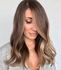 50 Ideas of Light Brown Hair with Highlights for 2019 Hair Adviser Brown Hair With Highlights Adviser Brown darkbrownh Hair Highlights Ideas Light Brown Auburn Hair, Brown Hair Cuts, Chestnut Brown Hair, Brown Hair Looks, Brown Hair Shades, Brown Hair With Blonde Highlights, Brown Hair Balayage, Hair Color Highlights, Face Frame Highlights