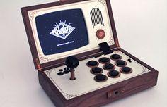 Su consola R-Kaid-R es un accesorio indispensable para los incondicionales del retrogaming con un gusto steampunk