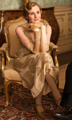 """Lady Edith Crawley (Laura Carmichael) in Downton Abbey. Image from """"Downton Abbey Series Episode Pictures See Nigel Harman Arrive As New Valet, Green."""" The Huffington Post UK. Matthew Crawley, Edith Crawley, Downton Abbey Costumes, Downton Abbey Fashion, Moda Retro, Moda Vintage, Belle Epoque, Gatsby, Chigago Fire"""