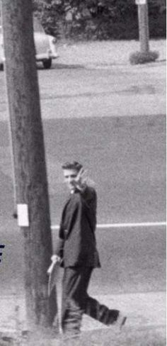 Elvis walking to his home in july 3 1956, saying goodbye to his friends on the train.