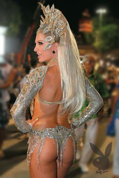 CARNAVAL samba dancer with a pair of gorgeous buns. Carnival Girl, Brazil Carnival, Trinidad Carnival, Costume Carnaval, Carnival Costumes, Girl Costumes, Carnival Festival, Beautiful Costumes, Rio De Janeiro