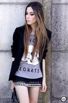 saia linda e camiseta de caveirinha