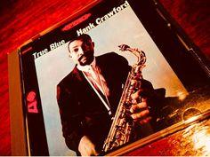 題名から想像して聴くと少し残念感が残るバリバリ吹きまくるというよりアンサンブルが主体で曲によってはピアノなどを弾いているからコケてしまうのであるやはりこの男には無骨に野卑にもっともっと吹いてもらわないとリスナーも燃焼しないであろう小生にとっては欲求不満が募るアルバムだ1964年録音作品 #Jazz#LP#CD#Food#Dishes#Love#Osaka#kitashinch#Bar#Bartender#Fashon#Otokomae#Moscow#Sushi#Beauty#Cool#Art#Friend#Nature#Travel#Blues