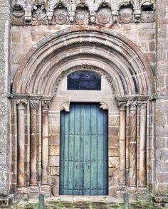 Xunqueira de Ambía, comarca de Allariz, Ourense - Portada occidental de la iglesia del Monasterio de Santa María de Junquera de Ambia