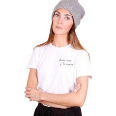 ahora vas y lo cascas | Camiseta blanca mujer Un producto confeccionado y bordado de forma artesanal, con un acabado y una terminación hecha a mano. #iconeta #tshirt #camiseta #moda #fashion