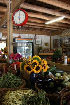 country store. Sunflowers add so much to a retail display! popuprepublic.com
