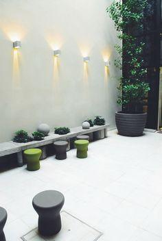 Vain Boutique Hotel en Palermo via Casa Haus Indoor Garden, Outdoor Gardens, Hotel Palermo, Back Gardens, Best Hotels, Soho, Exterior Design, Landscape Design, Sweet Home