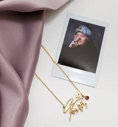 Colar Do Bts, Bts Signatures, Ariana Grande Fragrance, Bts Army Logo, Cute Asian Guys, Cute Keychain, Bts Merch, 18k Rose Gold, 18k Gold