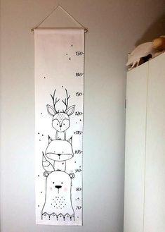 Screen animals gauge scale fabric ruler growth chart home decor baby Matthew Baby Nursery Diy, Baby Bedroom, Bedroom Decor, Baby Clothes Dividers, Drawer Labels, Growth Chart Ruler, Growth Charts, Woodland Animal Nursery, Diy Bebe