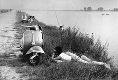 Mario Cattaneo, dalla serie Una Domenica all'Idroscalo, Milano, 1960 http://www.clickblog.it/galleria/2004-2014-opere-e-progetti-del-museo-di-fotografia-contemporanea/7 [NOT by Gianni Berengo Gardin]
