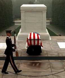 Tomb of the Unknown Soldier at Arlington National Cemetery.also where JFK is buried I Love America, God Bless America, American Pride, American History, Honor Guard, Dc Travel, National Cemetery, Six Feet Under, Old Glory