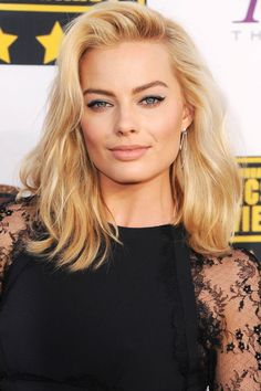 "Margot Robbie shows us how to rock a blonde ""lob,"" AKA long bob."