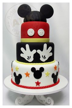Bolo decorado do Mickey Mouse Bolo Do Mickey Mouse, Fiesta Mickey Mouse, Bolo Minnie, Mickey Cakes, Minnie Mouse Cake, Mickey Mouse Parties, Mickey Party, Disney Parties, Mickey And Minnie Cake