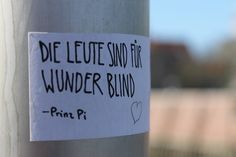 Nicht müde werden, sondern dem Wunder leise, wie einem Vogel, die Hand hinhalten ...  - Hilde Domin -