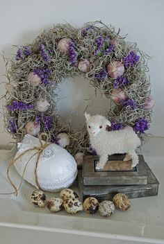 Easter Wreath Display, Easter & Spring Crafts (Website in German, translate here if needed: http://translate.google.com)