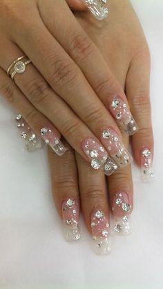 Clear nails with Bling -nail art Sexy Nails, Hot Nails, Fancy Nails, Hair And Nails, Ongles Bling Bling, Bling Nail Art, Bling Nails, French Nails Glitter, Glitter Make Up