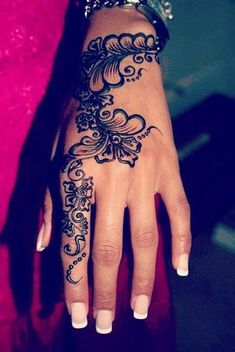 Henna flower designs are my personal favorites. Henna is also known as Mehndi. These henna flower designs. Mehndi Designs, Pretty Henna Designs, Henna Hand Designs, Tattoo Henna, Henna Mehndi, Mehendi, Henna Art, Hand Henna, Real Tattoo