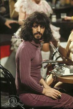 fierykillrock: euxinus: Ringo as Zappa Zappelganger? Ringo as LARRY THE DWARF, as Frank Zappa, in the movie 200 Motels, released November Frank Zappa, Ringo Starr, The Beatles, Beatles Photos, Beatles Funny, Beatles Art, Prinz Charles, Prinz William, Models