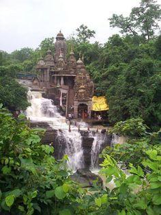 Jatmai Maatha Temple, Raipur, Chhattisgarh. Ik weet niet waar dit is, maar ik vind het mooi en wil er heen!