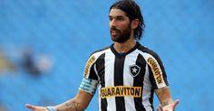 Loco Abreu fez o gol que abriu o placar para o Botafogo contra o Friburguense neste domingo, pelo Estadual do Rio