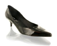 Barratts Cute Patent Low Court Shoe - Sizes 1-2 Pointed toe court shoeLeather look upper with low heelHeel height 5cmStep out in style!Product name: Bunny Hop Small http://www.comparestoreprices.co.uk/womens-shoes/barratts-cute-patent-low-court-shoe--sizes-1-2.asp