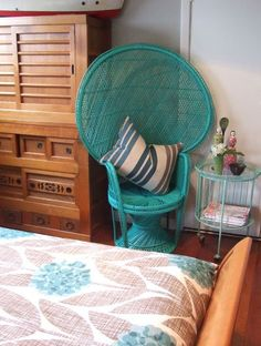 Spraypaint a cane chair...omg I love these chairs!