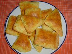 """Když Rus zavzpomíná na """"piroh od babičky"""" (пирог от бабушки), velmi často se jedná o pirožky se zelím. Tradiční náplň připravená z hlávkového zelí a mrkve je tak vyvážená, že nepotřebuje jakékoliv jiné úpravy. Strudel, Ravioli, Pizza, Healthy Recipes, Cooking, Ethnic Recipes, Food, Kitchen, Essen"""