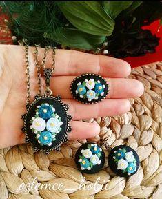 #etamin#etaminkolyeucu #kanevicekolye #taki#aksesuar #goblen #carpiisi #kanevice #iyigeceler#craftsposure #handmadeisbetter #diy #customorder #handembroidery #earring #textileart #makerslife#embroidery #handmade #brooch #ring #elyapimi #floralembroidery #modernmaker #psimadethis #goodnight#iyigeceler Floral Embroidery, Hand Embroidery, Textile Art, Good Night, Brooch, Earrings, Handmade, Jewelry, Design