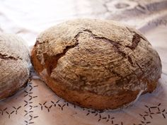 So macht man frisches Bauernbrot mit Sauerteig Bread Recipes, Bbq, Food And Drink, Pastries, Breads, Rye Bread, Bread Baking, Good Food, Food And Drinks