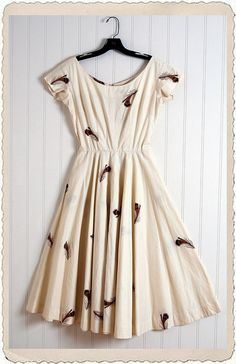 vintage 1950s anne fogarty ivory cotton feather print dress.