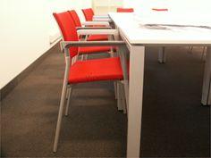Wygodne i stylowe: krzesła w sali konferencyjnej