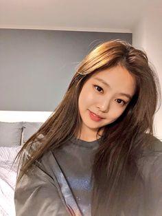 Black Pink Yes Please – BlackPink, the greatest Kpop girl group ever! Blackpink Jennie, Kpop Girl Groups, Kpop Girls, Divas, Black Pink ジス, Exo And Red Velvet, Jenny Kim, Blackpink Photos, Blackpink Jisoo